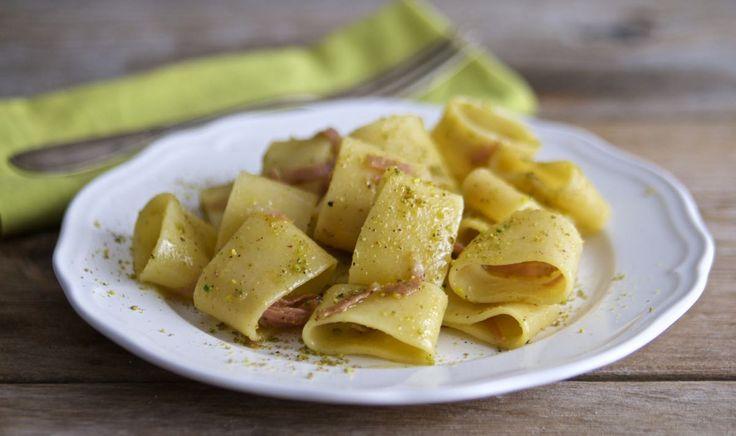 La pasta mortadella e pistacchi si prepara in pochi minuti ed è deliziosa!