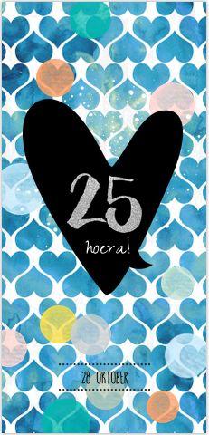 Frisse uitnodiging voor jullie 25 jarig huwelijksjubileum feest in zomerse bohomian style, tekstballon, vrolijke gekleurde confetti en hippe handlettering teksten. Geheel zelf aan te passen. Gratis verzending in Nederland en België.