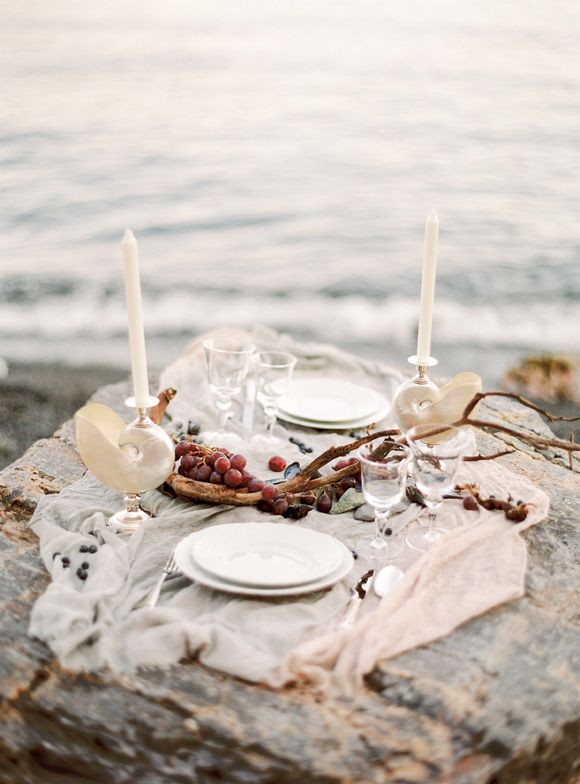 Beach tablescape (Glass: Mario Luca Giusti / Plates: Richard Ginori) - Italian coastal wedding shoot by Time To Love Design (Decor finder) + Darya Kamalova (Photography) - via Magnolia Rouge