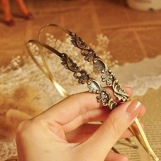 Vintage headband. I'd probably wear more headbands if they looked like this!