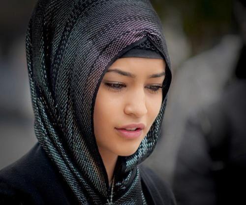 Foulard noir Plus de modèles sur http://www.photohijab.com/foulards/