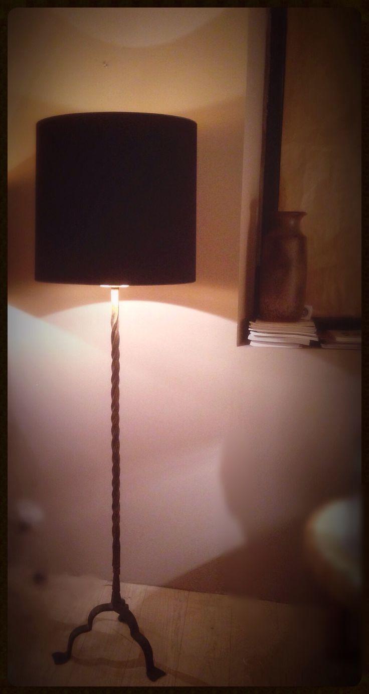 Habillage lampadaire fer forgé pour Galerie Thierry Carretero - Nîmes