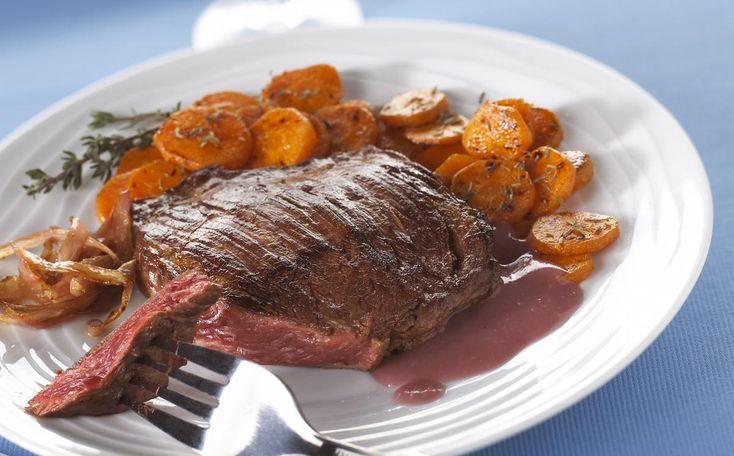 HAMPE AUX ECHALOTES    Préparation : 5 mn Cuisson : 20 mn Personnes : 2 Ingrédients 2 steaks dans la hampe 2 échalotes 2 verres de vin rouge (Bordeaux de préférence) thym 60 g de beurre 40 g de farine sel, poivre noir     Toutes nos recettes sur http://interbev-bretagne.fr/les-recettes/     #Cuisine #Boeuf #plat #recette #Interbev #viande