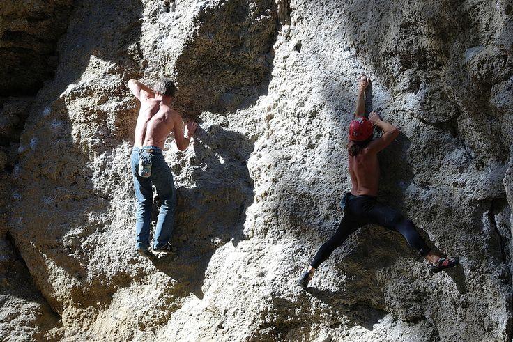 ob klassische Boulderprobleme oder andere Varianten ... der Klettergarten München Buchenhain bietet beste Bedingungen für Fans des Klettersports #Bouldern #Klettern #München