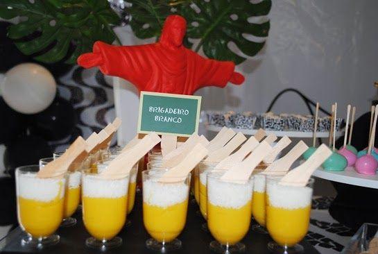 mousse de maracuja + coco ralado, servido em mini tulipa de chopp. BotecoCarioca 021