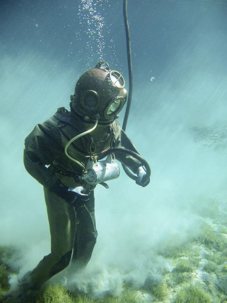✳ Person in Green Scuba Diving Suit - get this free picture at Avopix.com     https://avopix.com/photo/40957-person-in-green-scuba-diving-suit    #swimmer #athlete #scuba diver #contestant #diver #avopix #free #photos #public #domain