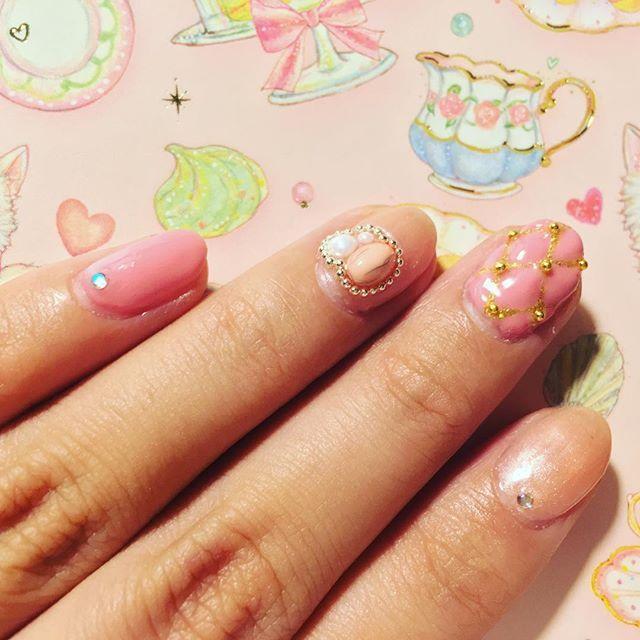せめてネイルだけでも春らしく。。。#selfnail #gelnail #nail #ネイル #ネイルアート #セルフネイル #セルフネイル部 #天然石風 #キルティングネイル #ピンク #ジェルネイル