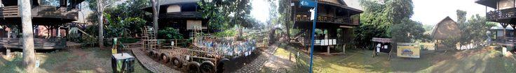 Recycle Garden diantara saung-saung kelas di sudut barat daya Sekolah Alam Cikeas.