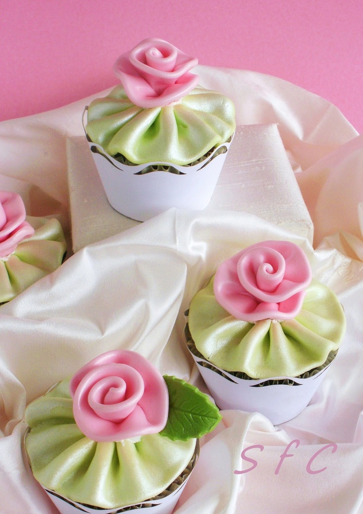 Sugar flowers Creations: Silk Ribbon rose Cup cakes