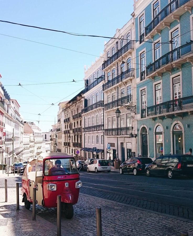 #DiscoverywithHoboh . 📍#Hobohinlisbon 📷 live reporter @francoiserose .  do you want to be our next live reporter about your city or during your trip? contact us! . She is Francesca and she is our hoboh traveler in #portugal : so follow #Hobohinportugal #hobohinlisbon  and #hobohwithfrancoiseroise to know more about this beautiful trip! .  Officials tags: #Hoboh is #theeasywaytotravel https://instagram.com/p/BXipm2PAMi5/