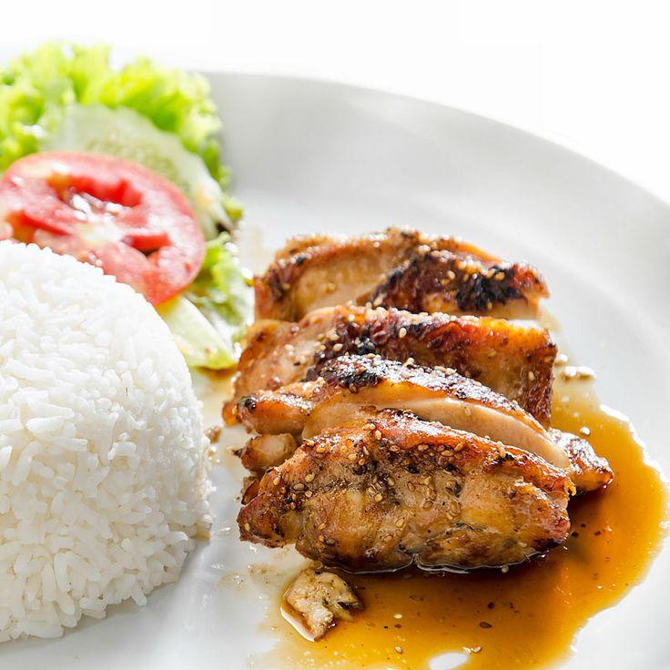 Marinierte Hähnchenbrust nach Teryika Art     Mögen Sie Hähnchenbrust? Aber nicht immer langweilig angebraten oder in der Pfanne geschnetzelt, sondern mal richtig köstlich asiatisch zubereitet? Dann probieren Sie doch mal dieses einfache asiatische Rezept aus, bei dem die Hähnchenbrust vor dem Braten zwanzig Minuten lang mariniert wird.    http://einfach-schnell-gesund-kochen.de/marinierte-haehnchenbrust-nach-teryika-art/