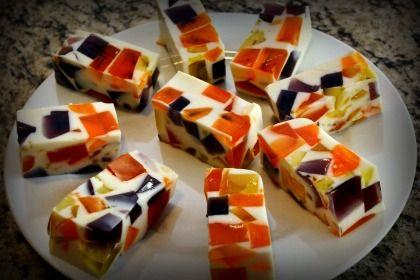 Esta Gelatina de Mosaico para Halloween es la receta básica para preparar cualquier Gelatina de Mosaico, así que puedes utilizar esta misma receta para prepararla con otros sabores y colores.