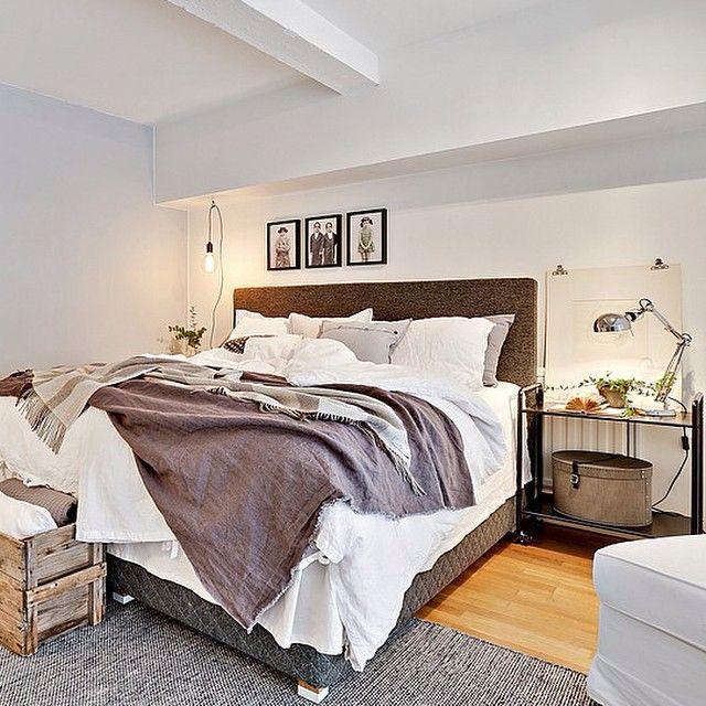 Mysigt sovrum✨ @homestylegoteborg #ourwork #inredning #inredare #styling #sovrum #krispigalakan #linnesängkläder #linne #linneöverkast #fotografiska #inspo #inspiration #inspo123 #interior #interiordesign #interiör #design #home #homeinterior #bedroom #nordicdesign #vitt #grått #gråskala #sovgott @husmanhagberg_goteborg #tillslau #interior4all