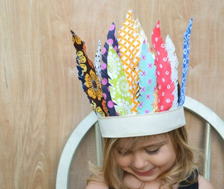 Fabric feather headdress. How adorable is this?! Its SO easy to make too! #thanksgiving #craft