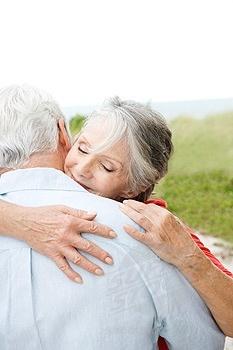 never to old to holdPeople Hug, ʄor ʆoⱴҽ, Living Life, Sweets Hug, Leonard Cohen, Older Couples, Holding P, Old Couple Dance
