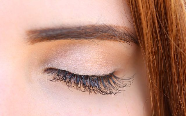 6 Bahan Alami Yang Bisa Melebatkan Bulu Mata How To Grow Eyelashes Fake Eyelashes Eyelashes