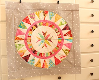 great paper-pieced quilt. perfect for scraps!: Quilts Minis, Quilts Textiles Crafts, Quilts Inspiration, Paper Piece Quilts, Quilts Sewing, Sewing Quilts, Quilts Blocks, Scrappy Quilts, Colourful Quilts