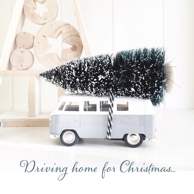 .minibusje met kerstboom
