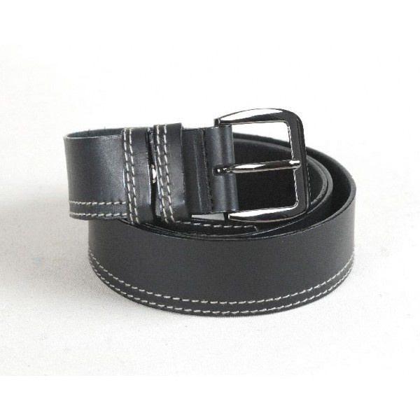 Leather belt decorated with two stitching rows on one side of the belt, 40 mm width.