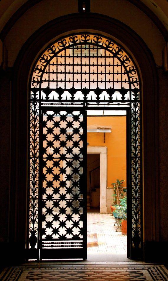 расположен рядом фото арочных восточной архитектуры ворот жигулёвском