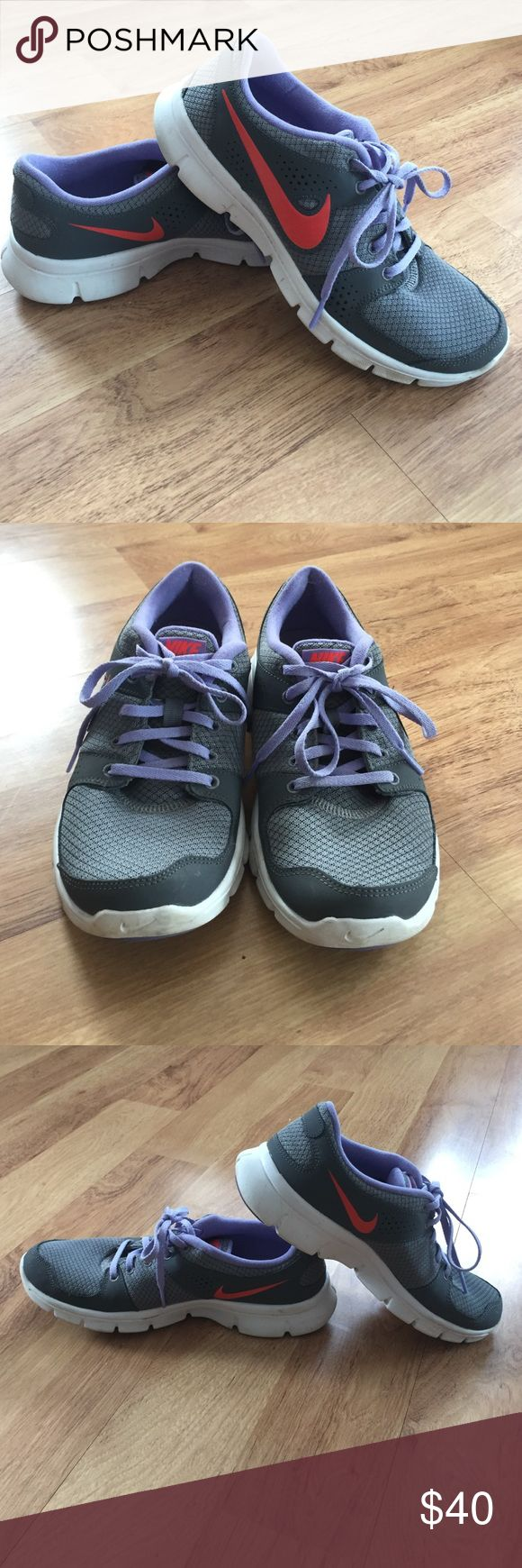 Awesome Nike Flex Experience running shoes✨ Awesome Nike Flex Experience running shoes✨lots of life left. Only worn a few times. Treads still great. Size 8.5 Nike Shoes Athletic Shoes