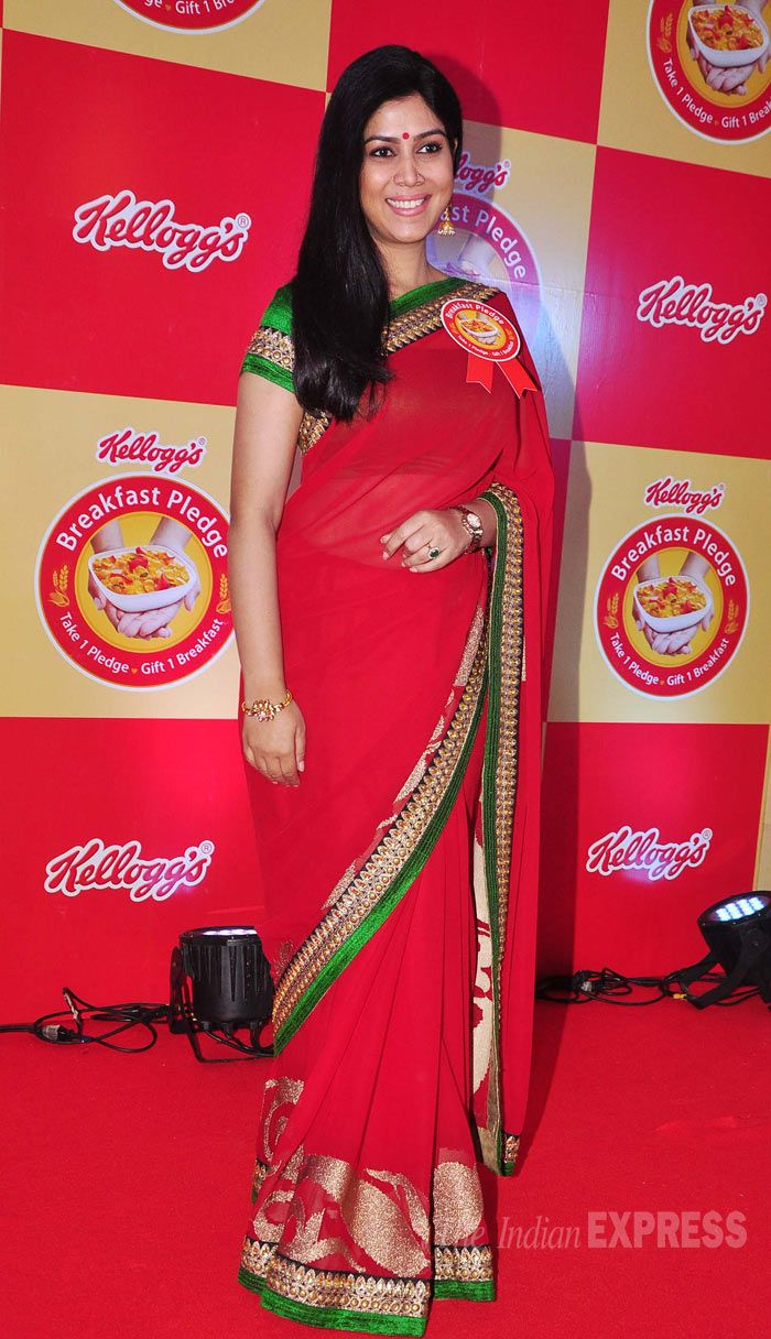 Sakshi Tanwar went the desi route in a red sari with a green and gold border at the Kellogg's Breakfast Pledge Event. #Style #Bollywood #Fashion #Beauty