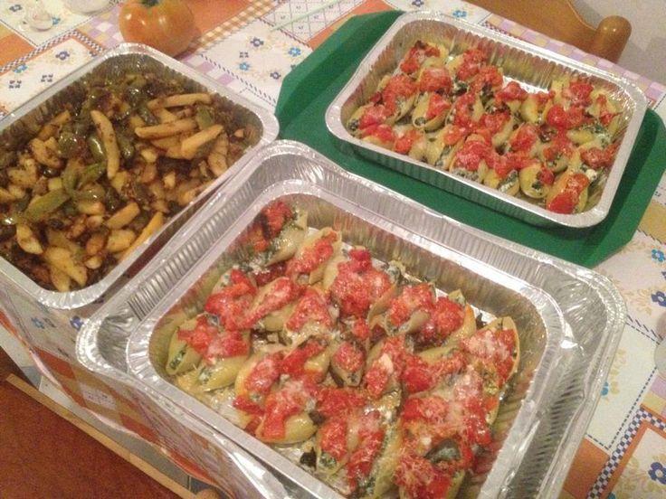 L'amica Alfonsina Maria Pugliese ci gratifica non di una, ma di due ricette Conchiglioni ripieni e Peperoni arrostiti, ricette di una cucina casareccia.