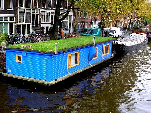 Just because you live in a houseboat doesn't mean you can't have a yard.