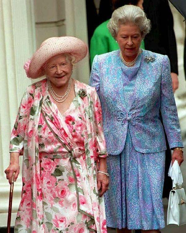 Queen Elizabeth Ii And The Queen Mother Born Elizabeth Angela Marguerite Bowes Lyon 4 August 1900 30 March 20 In 2020 Queen Elizabeth Queen Mother Bowes Lyon