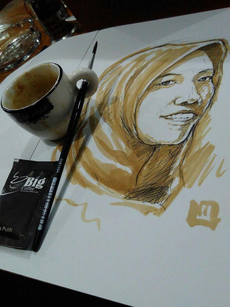 lukis wajahdari bahan espresso Coffee, dan lukisan ini adalah potret sahabat saya di Kalimantan Selatan. Dia merupakan teman yang selalu siap di ajak diskusi serius maupun bertingkah gila layaknya anak kecil.