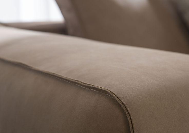 Christian Sofa made by hand in Berto laboratory #madeinitaly #handmade #leathersofa