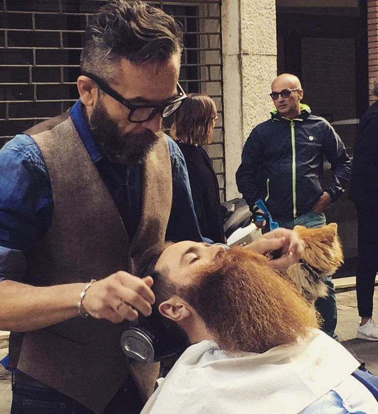 #Barber in action! Grazie per essere intervenuti così numerosi ieri all'evento di inaugurazione del nuovo #corner di #bottegadellabarba a Rimini! @memphisrimini #thanks #BarberShop #Barberlife #beard #beardedmen #beardstyle #beardlovers #grooming #lofestyle #men #menstyle #ontheroad #Barbershow #show #furniture #products