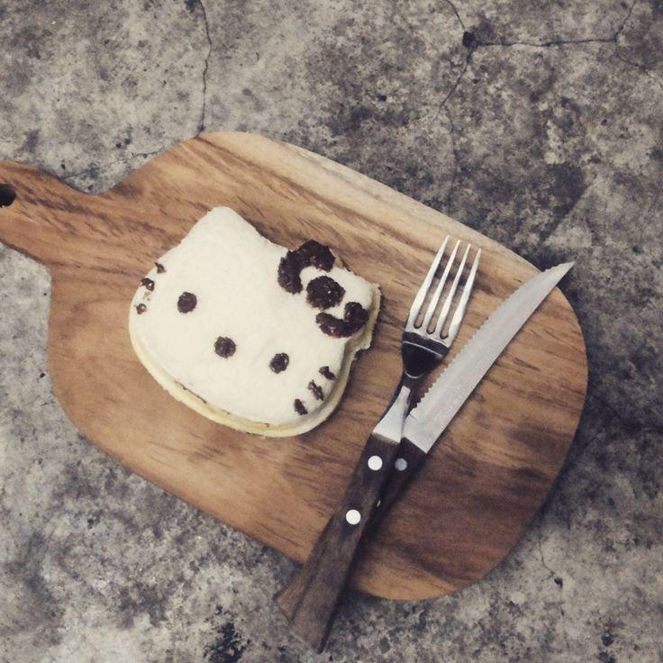 Hello Kitty Sandwich with Ovaltine Choco Crunch