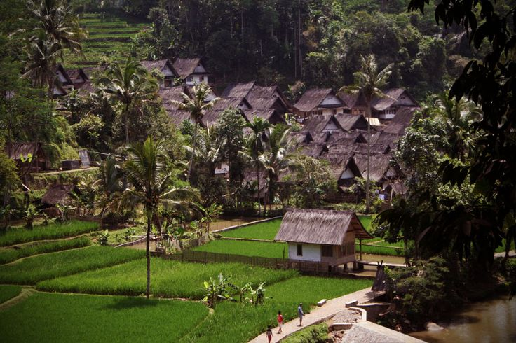 Just 3 hours drive from Bandung, you can encounter an entirely different atmosphere at the peaceful and serene Kampung Naga village, Tasikmalaya.