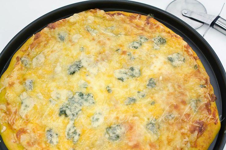 e-cocinablog: pizza cuatro quesos La base esta hecha con pan de calabaza
