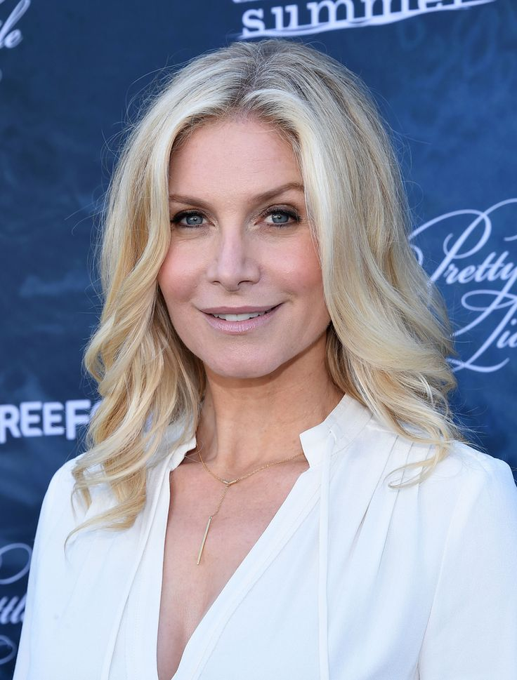 Lost star Elizabeth Mitchell will recur on season three of The Expanse. Do you watch the Syfy TV show? Are you looking forward to the new season?