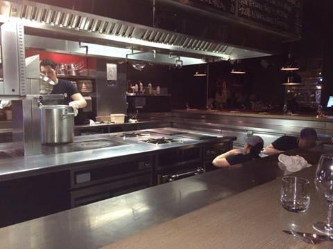 Des cuisiniers qui frottent, on voit même pas ça à la TV !