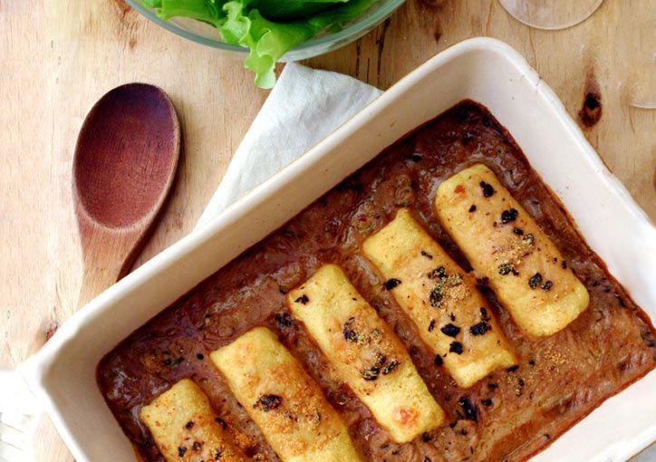 Recette de quenelles de semoule de blé, sauce au vin blanc et aux cèpes. Recette gourmande et onctueuse, idéale pour toute la famille