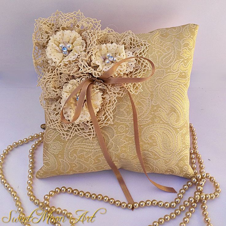 Cojín para alianzas dorado,cojín para anillos,cojín para boda marfil,almohada para portador anillos,boda rústica,cojín nupcial,cojín flores de SweetMoonArt en Etsy