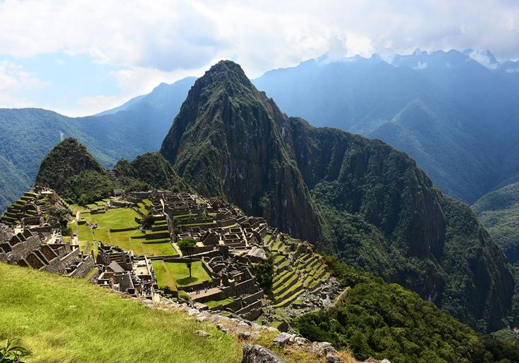 Machu Picchu er et af Verdens 7 Nye Underværker, og det er altså også en formidabelt syn at stå og se ud over Inkaruinerne.