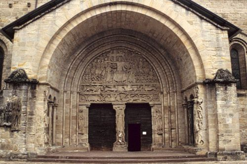 romanesque art history essay The author of this essay romanesque art touches upon the peculiarities of romanesque art admittedly, the main intention of the crusades was to.