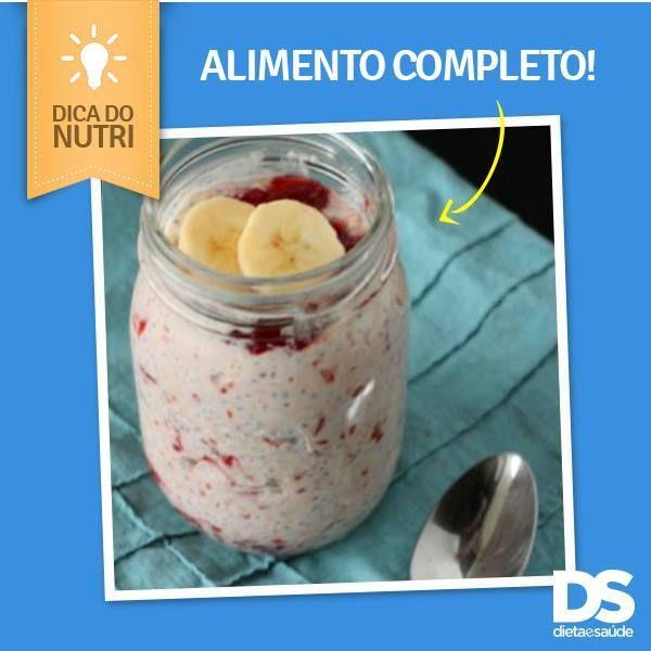 """10447666_712344068827419_8900441741265840978_n.jpg (600×600) Deixe a aveia de """"molho"""" durante a noite na geladeira com algum tipo de leite, suco ou iogurte + uma fruta. Ela absorve o líquido e fica parecendo um pavê. A aveia é nutritiva."""