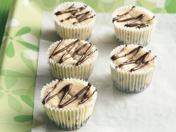Cookies 'n Cream Mini Cheesecakes: Minis Cookies, Cookies Add, Cream Minis, Minis Dog Qu, Minis Cheesecake Recipes, Cookies And Cream, Chocolates Cookies, Mini Cheesecakes, Cream Cheesecake