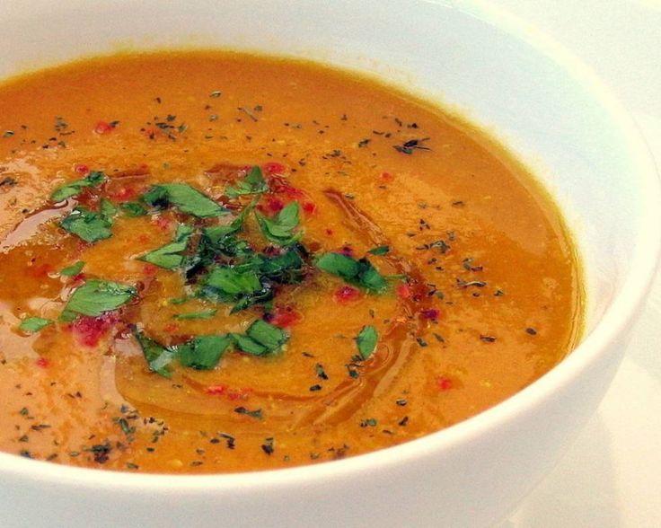 Een+pittige+soep,+met+frisse+munt+en+room,+eenvoudig+en+snel+te+bereiden