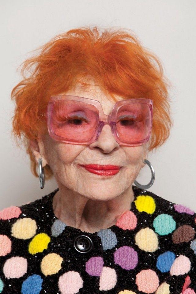 Καλημέρα και smilee! Γηραιές κυρίες άνω των 70 φορούν τα πιο εκκεντρικά γυαλιά που έχετε δει και ποζάρουν σαν να μην πέρασε μια μέρα από τα νιάτα τους #classy #ladies #glasses #opticametaxas