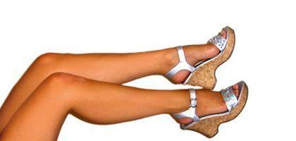 Cómo eliminar puntos negros de folículos pilosos de las piernas | LIVESTRONG.COM en Español