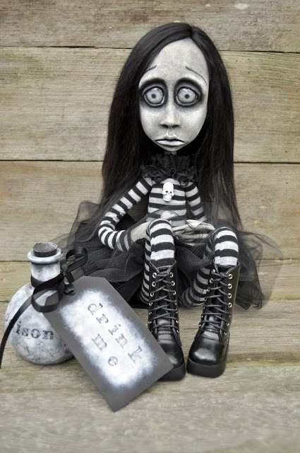 Dark Alley Art Dolls.: Alice, my first cloth and clay doll.