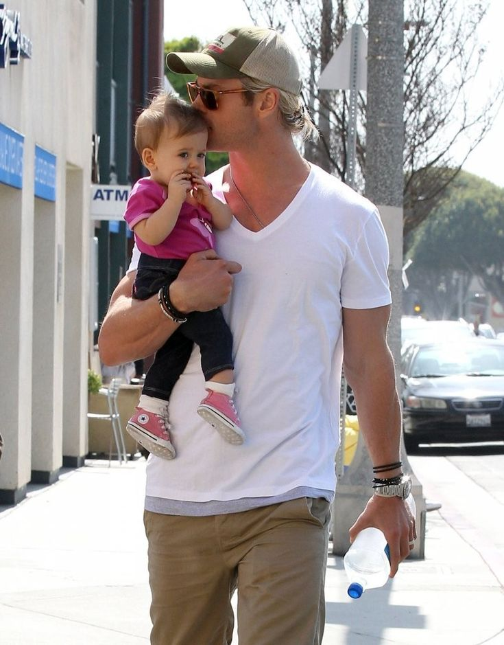 I want to marry this man!! Hemsworth's little girl is soo adorable