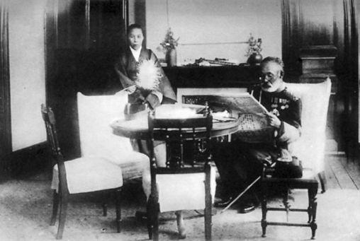 Nogi and his wife Shinzuko