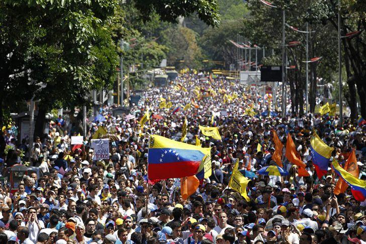 Η Κίνα κλείνει τη στρόφιγγα των δανείων στη Βενεζουέλα του Μαδούρο